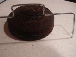 Cortado de bizcocho de chocolate con lira
