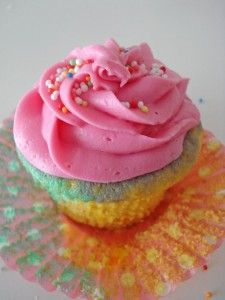 cupcake_rosa_amarillo_verde
